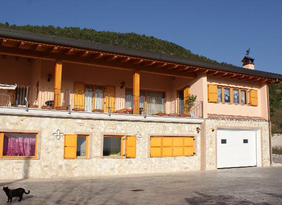 B&B L'Aquila del Parco - L'ampio parcheggio a disposizione degli ospiti del b&b
